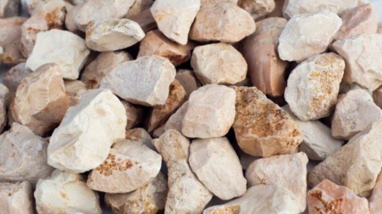 Jakie są zastosowania kamieni dekoracyjnych w ogrodach?