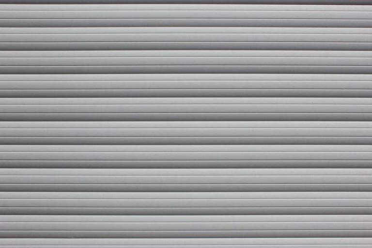 Dlaczego warto wybrać rolety do osłonięcia okien